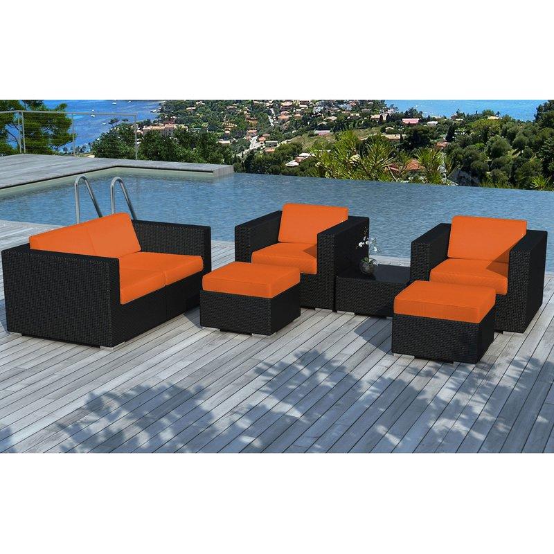 Salon de jardin en résine tréssée noire et coussins orange ...